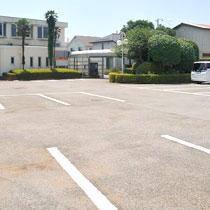 医院前に駐車場完備
